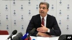 Glavni haški tužilac Serž Bramerc govori na konferenciji za novinare