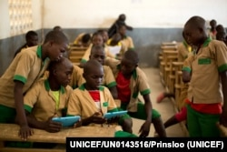 FILE - Students learn with the help of computer tablets provided by UNICEF at a school in Baigai, northern Cameroon. The aid group initiated the 'Connect My School' pilot project in January 2017. (Courtesy of UNICEF)