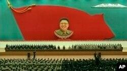 Lãnh tụ Bắc Triều Tiên Kim Jong Un tham dự sự kiện đánh dấu kỷ niệm năm thứ hai ngày cha ông Kim Jong Il qua đời ở Bình Nhưỡng, ngày 17/12/2013.
