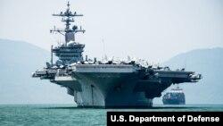 미국 국무부가 4일 발표한 `자유롭고 열린 인도태평양: 공동 목표의 진전' 보고서에 실린 사진. 미 해군 니미츠급 항공모함 칼빈슨호가 지난해 3월 베트남 다낭에 입항했다.