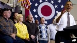 Prezident Barak Obama Lorain kollejida nutq so'zlamoqda.