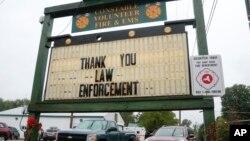 Un letrero de los bomberos en Constable, Nueva York, agradeciendo la captura del prófugo David Sweat.