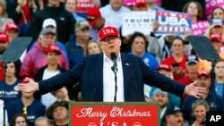 美国当选总统唐纳德·川普在他的谢票之旅最后一站——美国南部濒墨西哥湾的阿拉巴马州莫比尔城讲话(2016年12月17日)