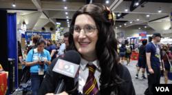 Heather, pengunjung Comic-Con 2019 yang berkostum ala Harry Potter (Foto: VOA)