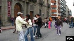 La cumbia es la única música que aún se baila de a dos en Uruguay, según Ernesto Rizzo.