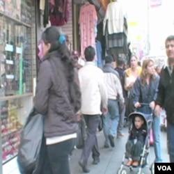 Mnogi imigranti, bez obzira na ekononmske teškoće,i ostaju za dobrobit svoje djece koja su američki gradjani