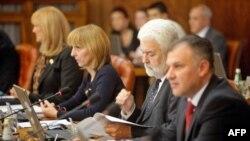 Članovi Vlade Srbije se pripremaju za sednicu 20. oktobra 2011.