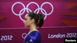 Pesenam juara dunia AS, Jordyn Wieber gagal masuk final Olimpiade London 2012 (29/7).