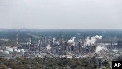 资料照 美国的壳牌诺尔科炼油厂