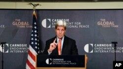 Menteri Luar Negeri AS John Kerry membahas topic kebijakan AS untuk Timur Tengah (28/10) di Carnegie Endowment for International Peace di Washington.