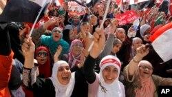 Na ulicama egipatskih gradova sve je više i Egipćanki