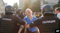 په مسکو کې د مظاهره چیانو په وړاندې زور زیاتی