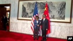 美国国家安全事务顾问赖斯在北京访问期间会见中国国务委员杨洁篪(资料照片)