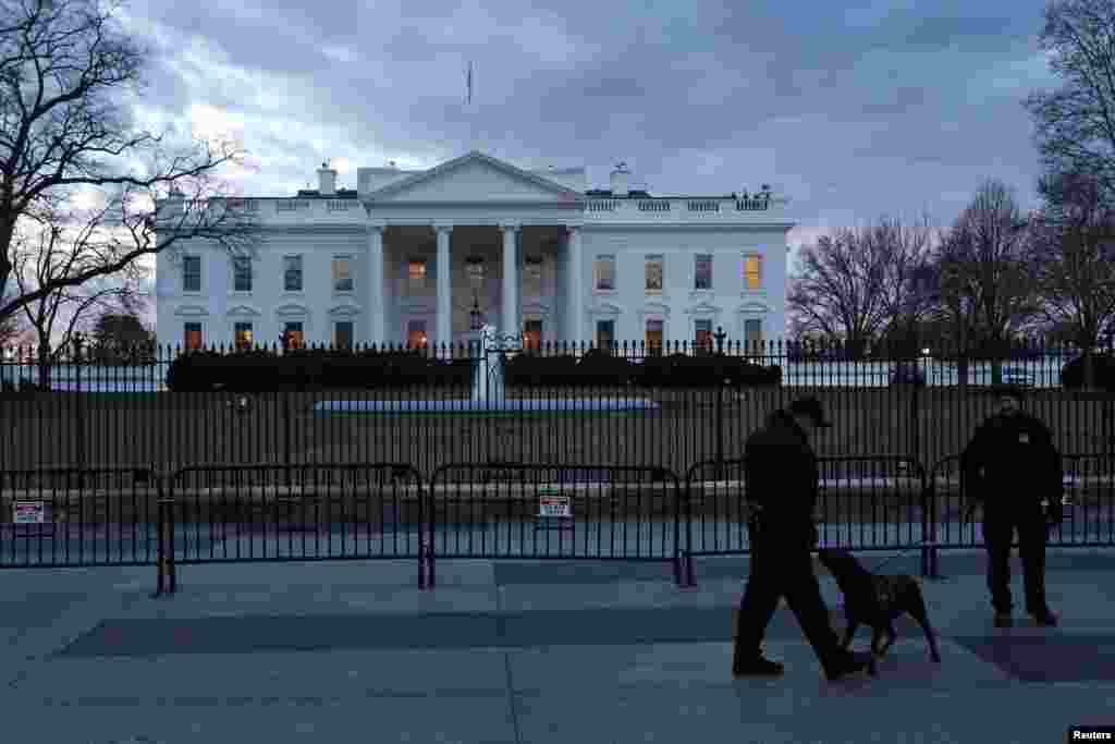 Secret Service Uniformed Division officers patrol in front of the White House. President Barack Obama is expected to challenge the Republican-led Congress to back his tax-raising ideas for helping middle class Americans in his State of the Union speech, Jan. 20, 2015.