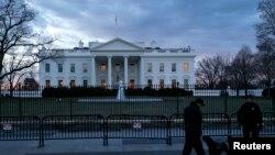 2015年1月20日穿制服的特勤处巡逻人员在华盛顿白宫前