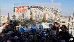 지난 11일 이스라엘의 우리 아리엘 주택건설장관이 유대인 정착촌 건설 예정지에서 이스라엘 정부의 입장을 밝히고 있다.