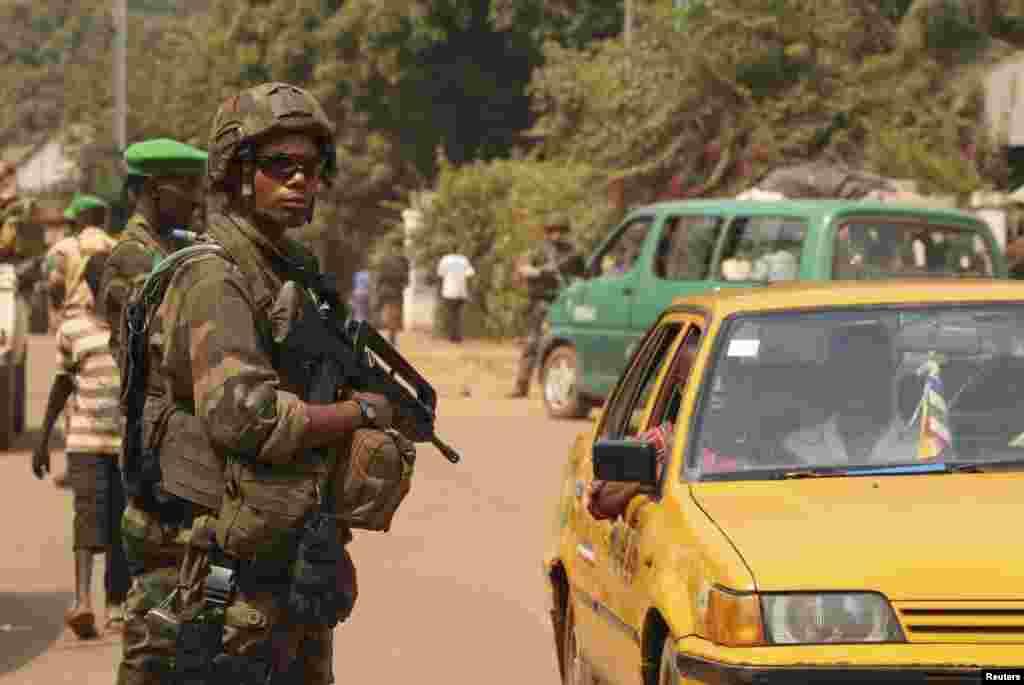 گزشتہ ماہ ایمنسٹی انٹرنیشنل کے مطابق قتل و غارت کے دوران عام شہریوں کے گھروں کو بھی لوٹا گیا۔