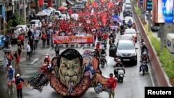 An effigy of Philippine President Rodrigo Duterte and U.S. President Donald Trump is seen while various activist groups march along a busy street during a protest against Duterte's plan to set up a Revolutionary Government, in metro Manila, Nov. 30, 2017.