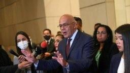 Jorge Rodríguez, presidente del Congreso de Venezuela y jefe del equipo negociador de Maduro, habla con los medios de comunicación luego de continuar las negociaciones para tratar de resolver la crisis política del país, en Ciudad de México, el 6 de septiembre de 2021.
