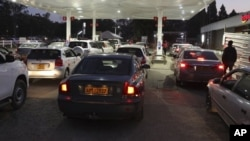 FILE: Motorists wait to fill up their tanks at a fuel station in Harare. (AP Photo/Tsvangirayi Mukwazhi)
