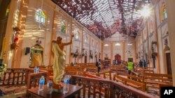 21일 폭발이 발생한 스리랑카 네곰보의 세인트세바스찬교회 내부 사진.