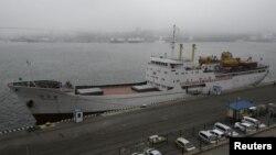 지난 5월 북한 만경봉 호가 러시아 극동 블라디보스톡 항구에 도착해 정박한 모습. (자료사진)