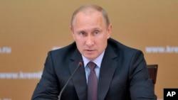 Presiden Rusia Vladimir Putin kecewa dengan keputusan Amerika membatalkan pertemuan bilateral di Moskow secara sepihak (foto: dok).