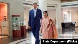 အေမရိကန္ ႏုိင္ငံျခားေရး၀န္ႀကီး ဂၽြန္ကယ္ရီနဲ႔ အိႏိၵယ ျပည္ပေရးရာ၀န္ႀကီး Sushma Swaraj