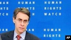នាយកប្រតិបត្តិនៃអង្គការឃ្លាំមើលសិទ្ធិមនុស្ស (Human Rights Watch) លោកKenneth Roth បានថ្លែងថា ការពង្រឹងសន្តិសុខអាចធ្វើឲ្យ«ខូចប្រយោជន៍»ទៅវិញ ដោយធ្វើឲ្យមនុស្សអស់សេចក្តីទុកចិត្ត និងធ្វើឲ្យមានភាពតានតឹងរវាងក្រុមផ្សេងៗ។