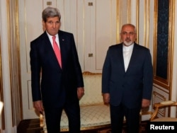 U.S. Secretary of State John Kerry (L) and Iranian Foreign Minister Javad Zarif (R) are pictured before a meeting in Vienna, Nov. 23, 2014.