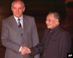 1989年5月16日,北京人民大会堂,中国领导人邓小平会见苏联领导人戈尔巴乔夫。