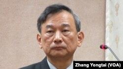 台湾法务部次长 陈明堂在立法院接受质询(美国之音张永泰拍摄)