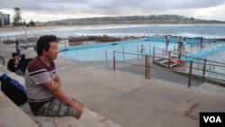 40歲的藏人帕桑次仁來澳大利亞之前從來沒有見過大海。現成為了一名有執照的游泳教練。