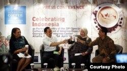 Menteri Perdagangan Thomas Lembong (kedua dari kiri) pada konferensi pers SCAA EXPO 2016 di Jakarta, hari Jumat 8/4 (courtesy: Kementerian Perdagangan RI).