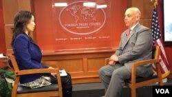 国务院副助卿佩雷斯接受美国之音专访 (美国之音张蓉湘拍摄)