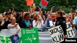 現年16歲的瑞典人格雷塔.桑伯格8月28日抵達紐約聯合國總部,是哦到熱烈歡迎。