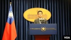 台湾总统府发言人黄重谚 (美国之音 杨明拍摄)