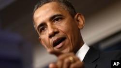 버락 오바마 미국 대통령이 30일 백악관에서 기자회견을 갖고 기자들의 질문에 답하고 있다.