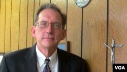 Anderson, de 56 años, fue recibido de nuevo en el liderazgo de la Iglesia como su primer miembro abiertamente homosexual ordenado ministro.