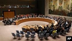 유엔 안보리가 새 대북 제재 결의안을 통과시킨 지난달 3월 미국 뉴욕 유엔본부의 안보리 회의장에서 각 국 대표들이 투표하고 있다. (자료사진)