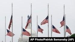 Прапори у Вашингтоні приспущено, фото 22 травня 2020 року