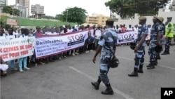 Des milliers de personnes ont marché pour protester contre les meurtres rituels, à Libreville, au Gabon, le 11 mai 2013. (AP / Joel Bouopda Tatou)