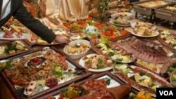 Los estadounidenses no se preocupan en desperdiciar la comida porque es abundante y barata, sostiene el estudio.
