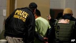 El operativo -que se espera se lleve a cabo en 10 ciudades grandes de Estados Unidos- se enfocará en aquellas personas con órdenes finales de deportación.