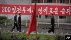지난 6월 북한 원산에 '200일 전투' 속도전 관련 구호가 걸려있다.