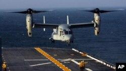 V-22 Osprey cất cánh và hạ cánh như trực thăng, nhưng bay như máy bay thường