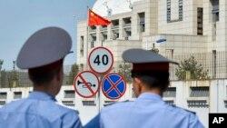 2016年8月30日吉尔吉斯警察在中国驻吉尔吉斯坦使馆自杀式袭击现场