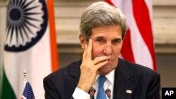 Ngoại trưởng Mỹ John Kerry cảnh báo sẽ có 'hậu quả' đối với các nước giúp Snowden lẩn trốn.