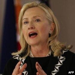 AQSh Davlat kotibasi Xillari Klinton Qozog'istonni demokratik islohotlarni jadallashtirishga undab keladi
