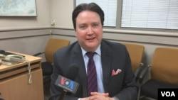 마크 내퍼 주한 미국 대사 대리가 5일 주한 미 대사관 사무실에서 VOA와 인터뷰를 하고 있다.